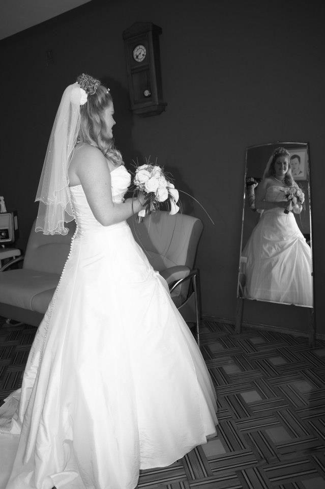 Poolse Bruiloft het spiegel moment