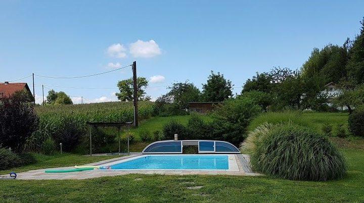 Uitzicht werkvakantie: Zwembad in de tuin