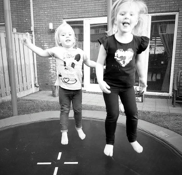 Buitenspeelgoed top 15 - water zand leeftijd - trampoline springen bw