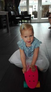 Sara Nijdam Skateboard - Cadeaus, taart en gezelligheid - Sara 3 jaar